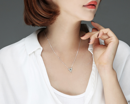 Triangle Necklace (nk227)