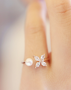 Four Leaf Pearl Ring (rg372)