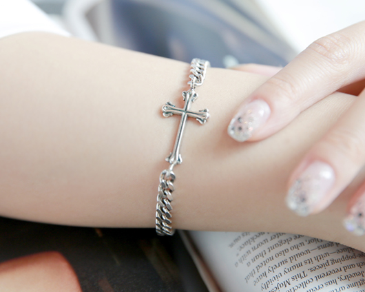 Gothic cross is a bracelet (br009)