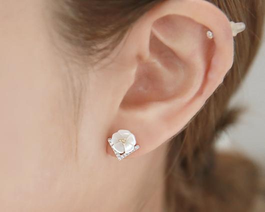 Violet mother of pearl flower earrings (er1558)