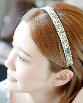 The charming floating hairband (hb581)